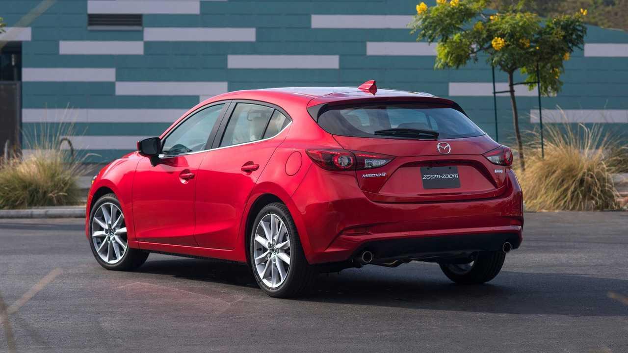 2017 Mazda3: 572 Litre
