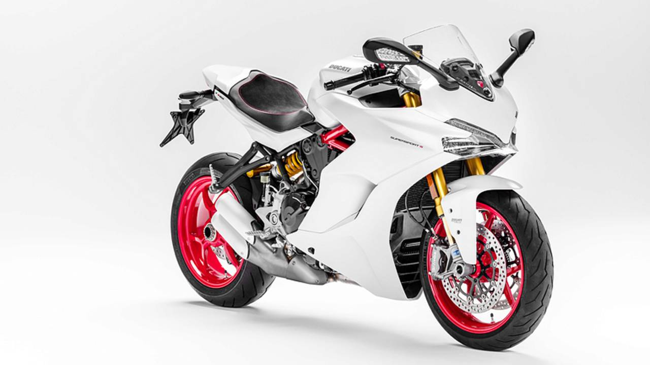 <strong>Relaxed rider and passenger positions, good airflow deflection from the height-adjustable screen and the mileage provided by the 16-litre fuel tank also make the new Ducati SuperSport a cool companion on medium-distance rides.</strong>