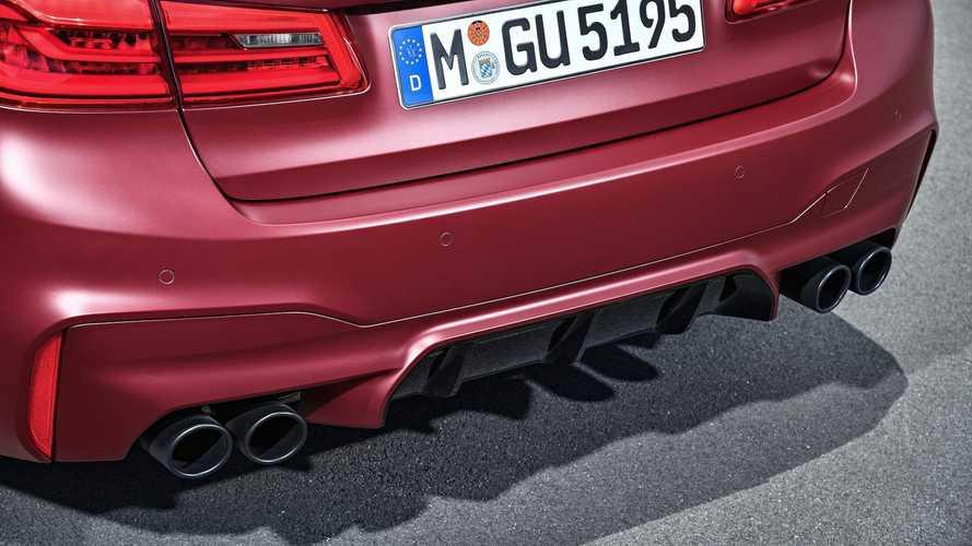 BMW M5 hangteszt: így szól a gyári és az M Sport kipufogó