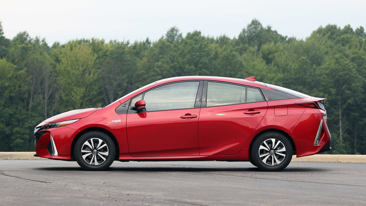2017 Toyota Prius Prime Review: The Argument Against Cord