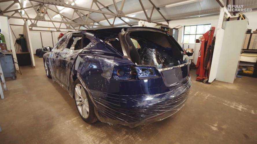 Szépen formálódik a Tesla Model S kombi egy angliai műhelyben