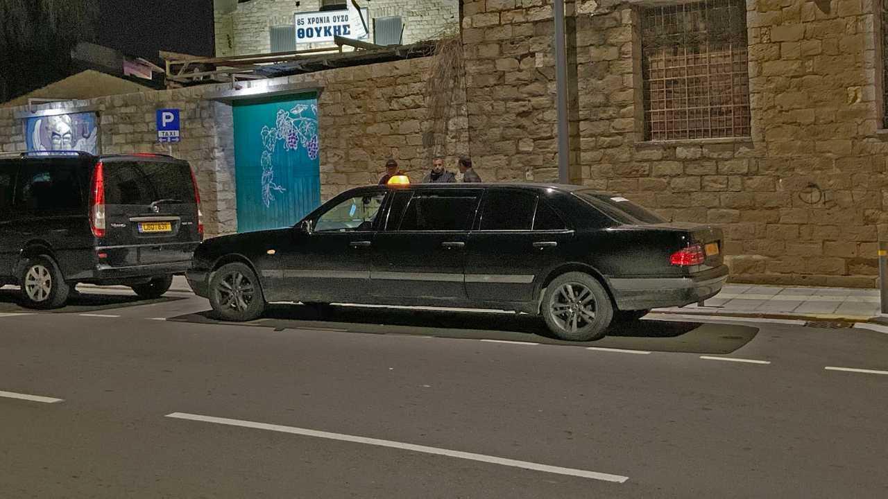 Шестидверное такси
