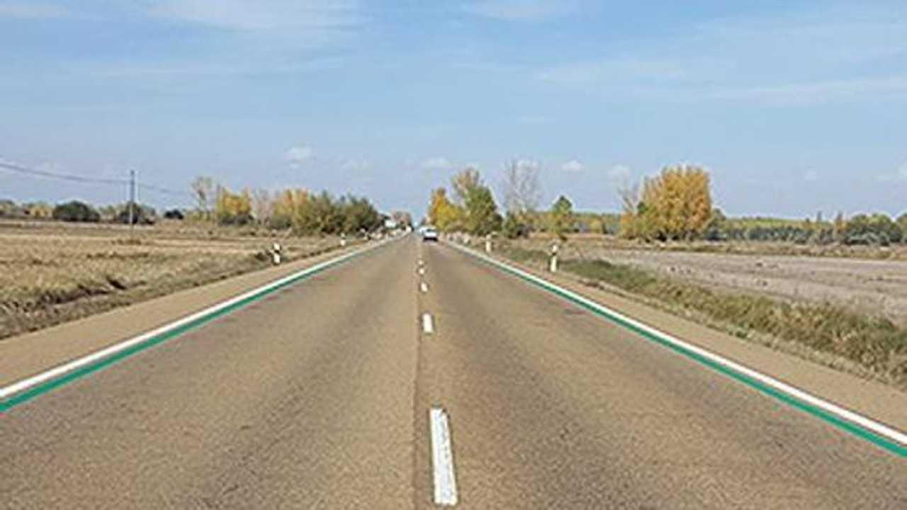 Líneas verdes en carreteras secundarias