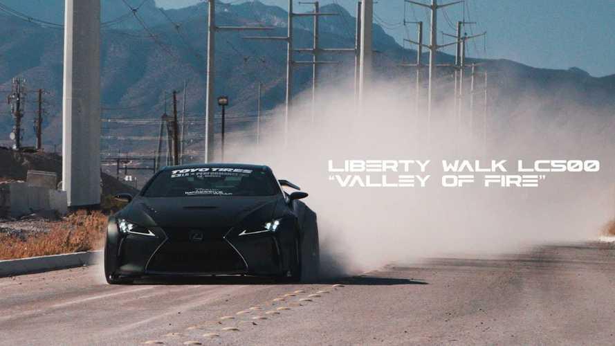 Batmobile-t csinált a Liberty Walk egy Lexus LC500-asból