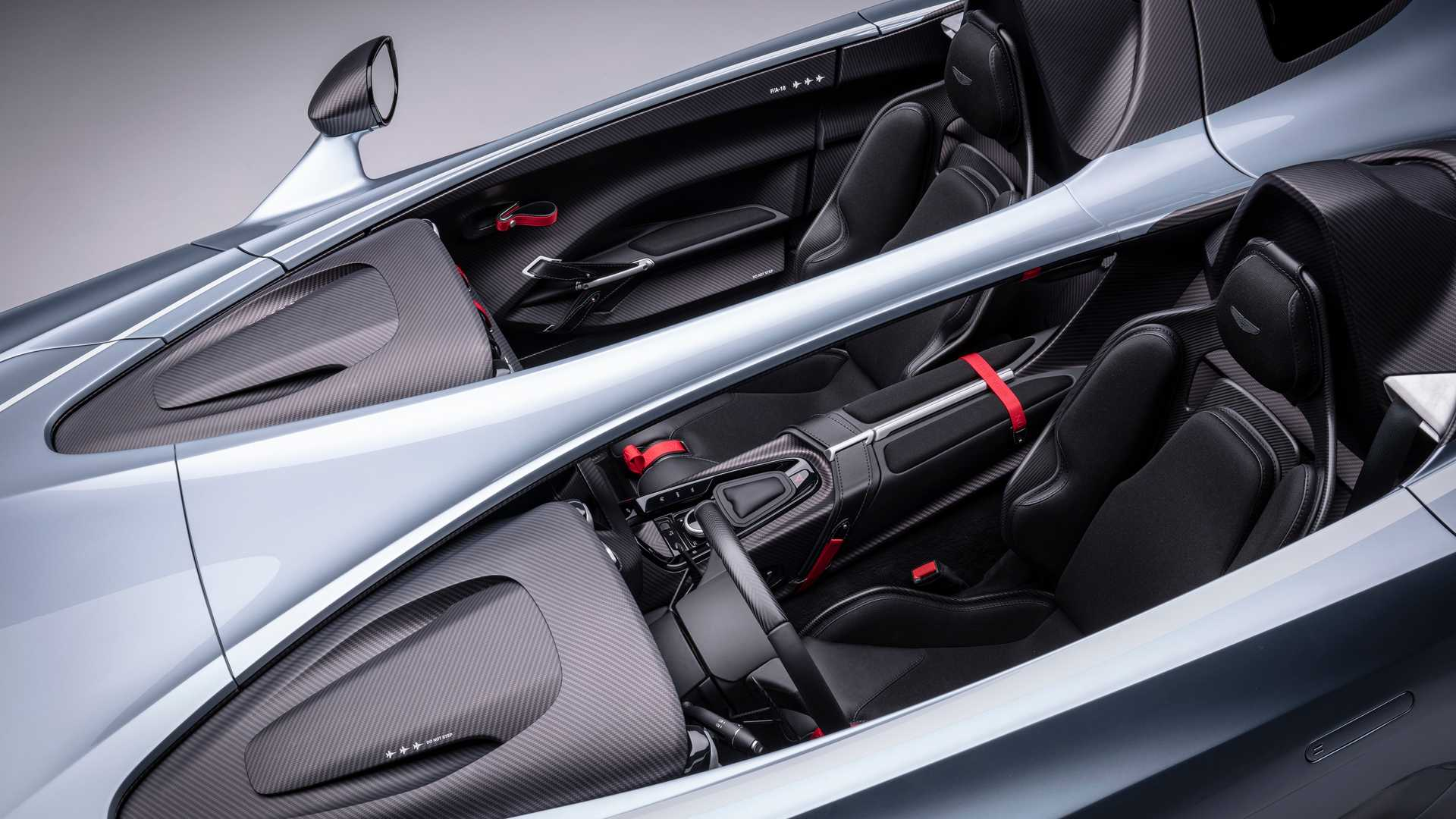 Aston Martin V12 Speedster Carbon Flitzer Mit Extravaganter Karosse
