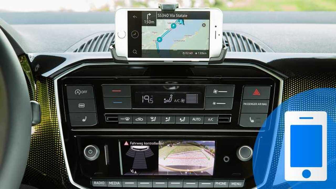 I 10 accessori indispensabili per un viaggio in auto