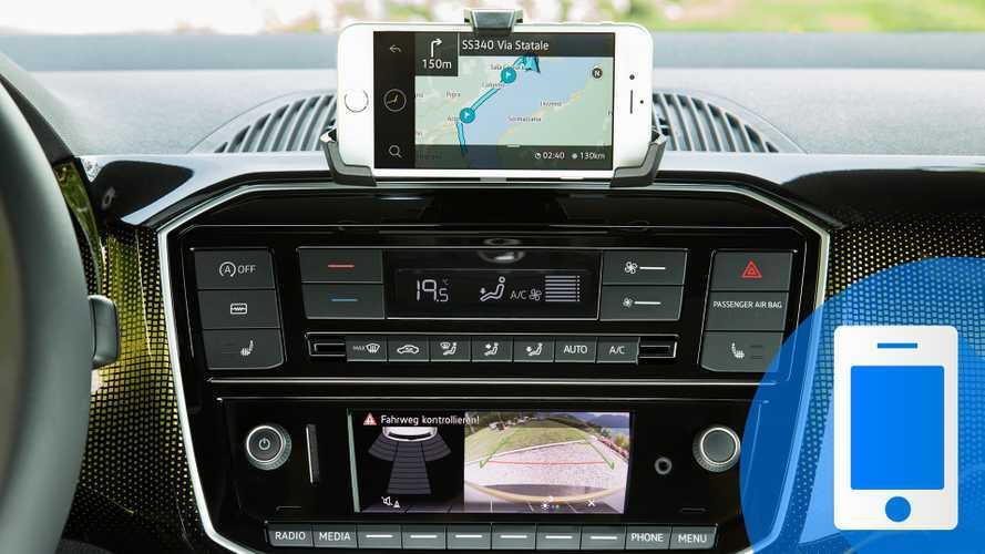 I 10 accessori tecnologici indispensabili per un viaggio in auto