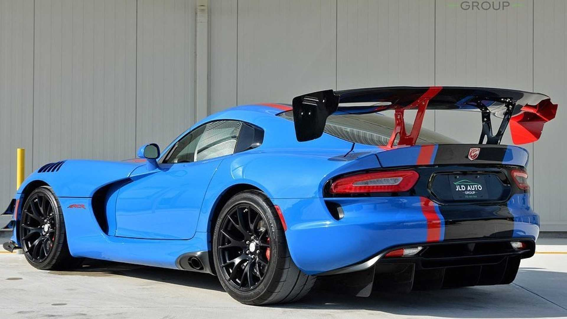 Roast Rubber In This Rare 2017 Dodge Viper Acr Extreme Motorious