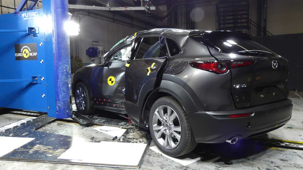 9 место - Mazda CX-30