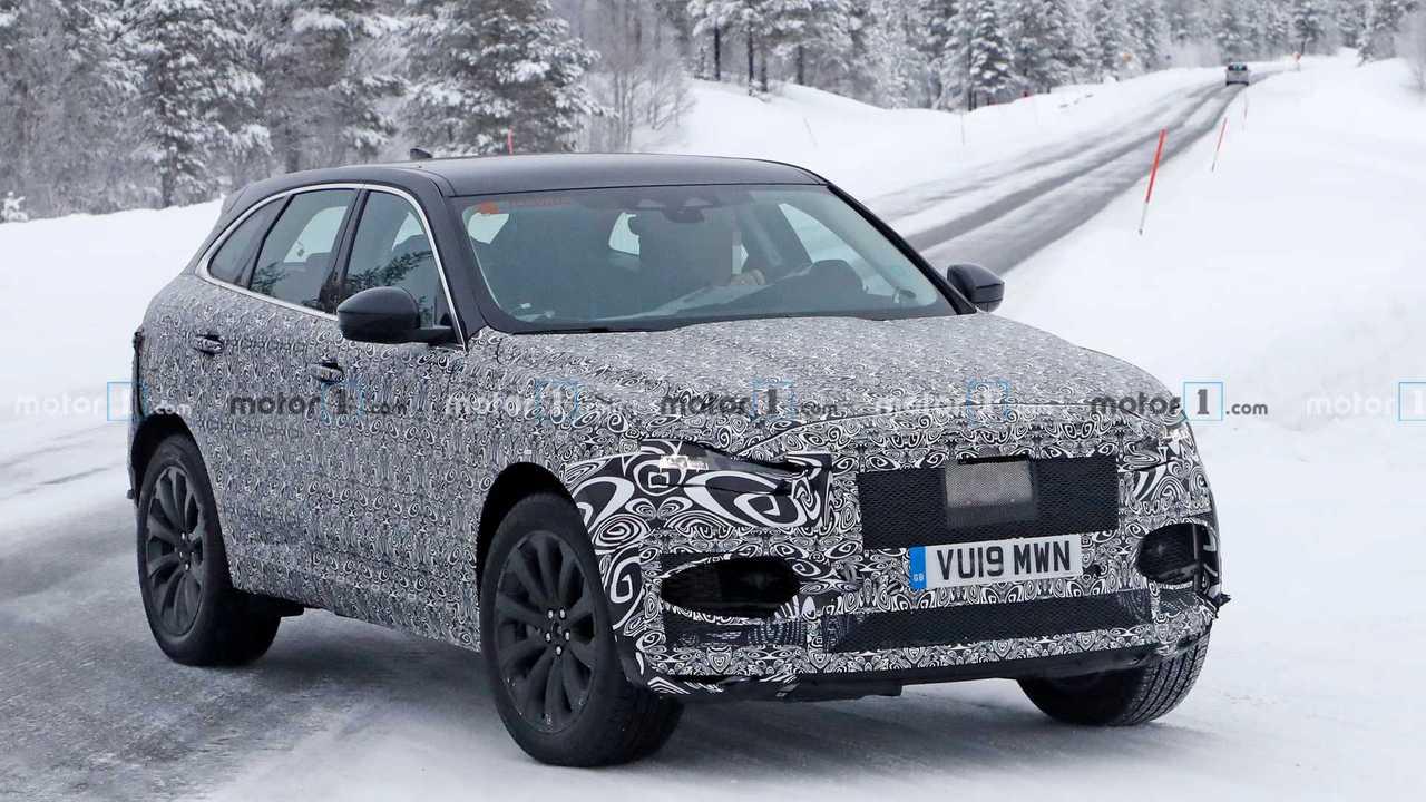 Yeni Jaguar F-Pace casus fotoğraf