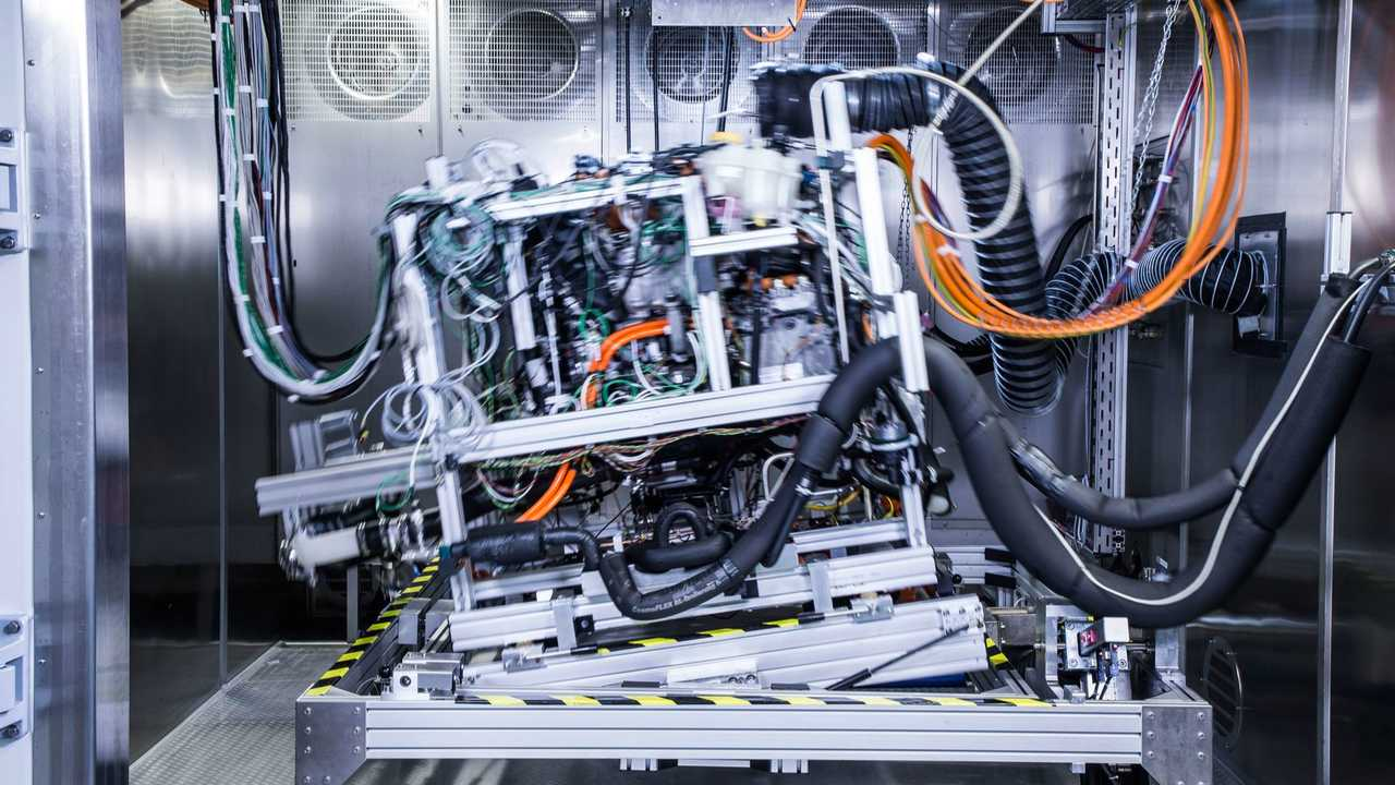 Development tests on the drive unit of the Mercedes-Benz GLC F-CELL in Kirchheim-Nabern, Germany