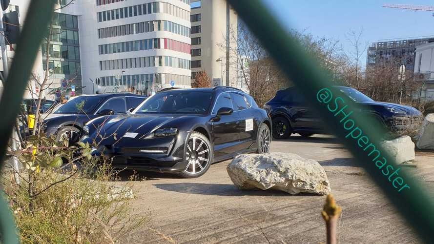 Porsche Taycan Cross Turismo, Sport Turismo Spied Charging Up
