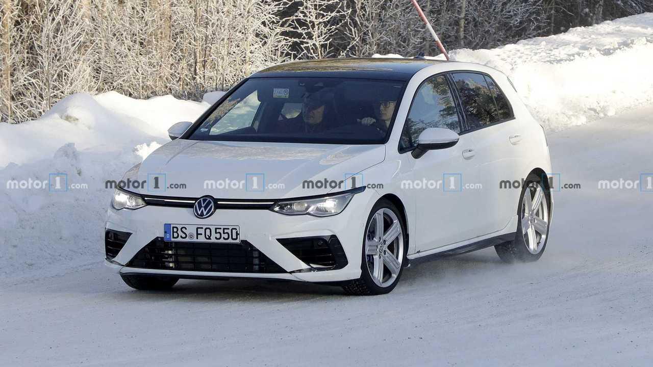 2020 VW Golf R'ın Yeni Kamuflajsız Fotoğrafları