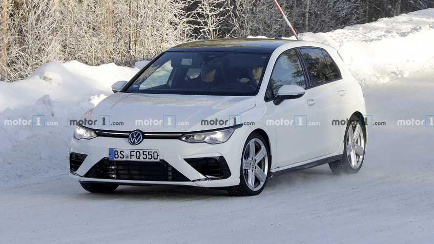 Yeni Volkswagen Golf R tamamen kamuflajsız olarak görüntülendi [GÜNCEL]