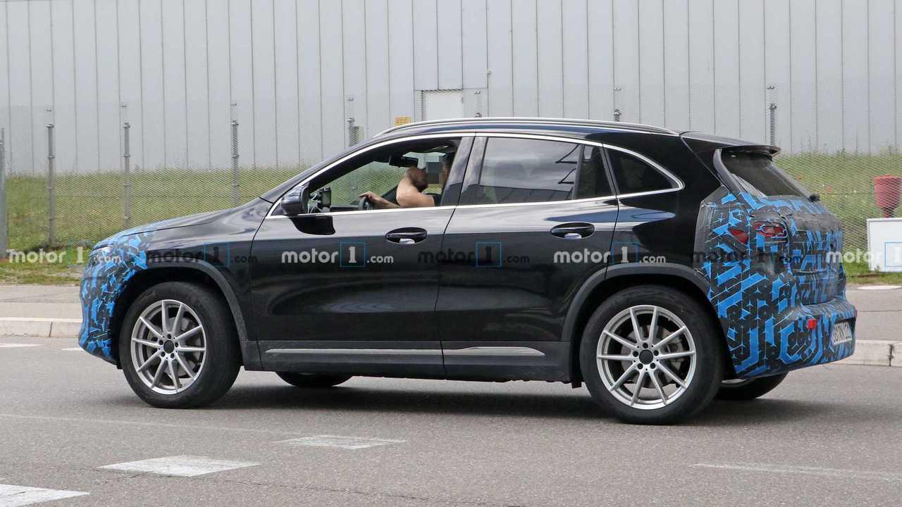 Mercedes-Benz EQA: nuevas fotos espía