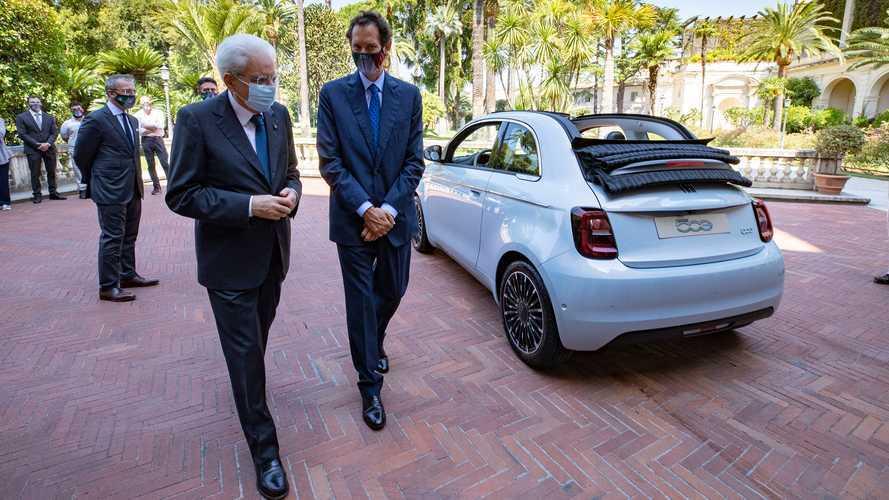 La Fiat 500 elettrica arriva dal presidente Mattarella: foto e video