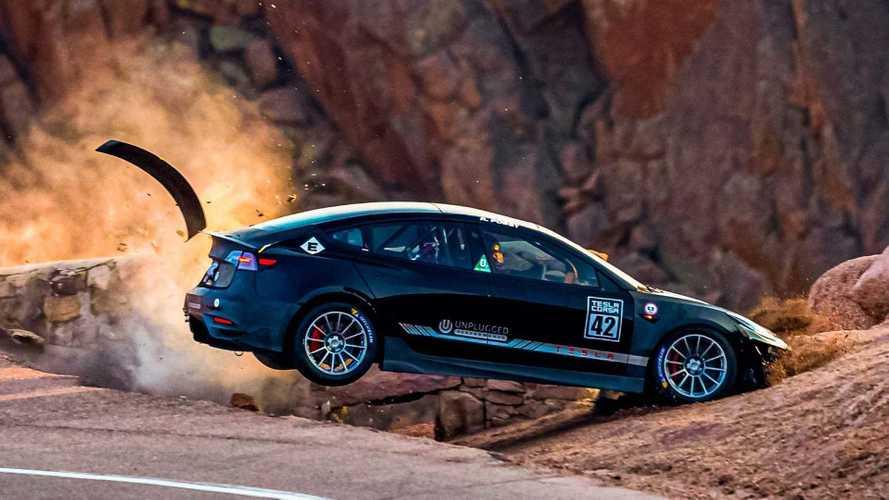 Sortie de route pour la Tesla Model 3 à Pikes Peak