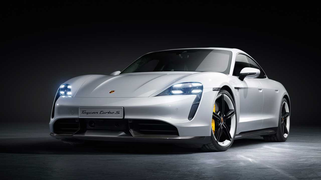 Porsche Taycan (2021): Die Beschleunigungswerte des Taycan Turbo S verbessern sich. Der Sprint von null auf 200 km/h gelingt jetzt mit Launch Control in 9,6 Sekunden, und damit 0,2 Sekunden schneller als bisher.