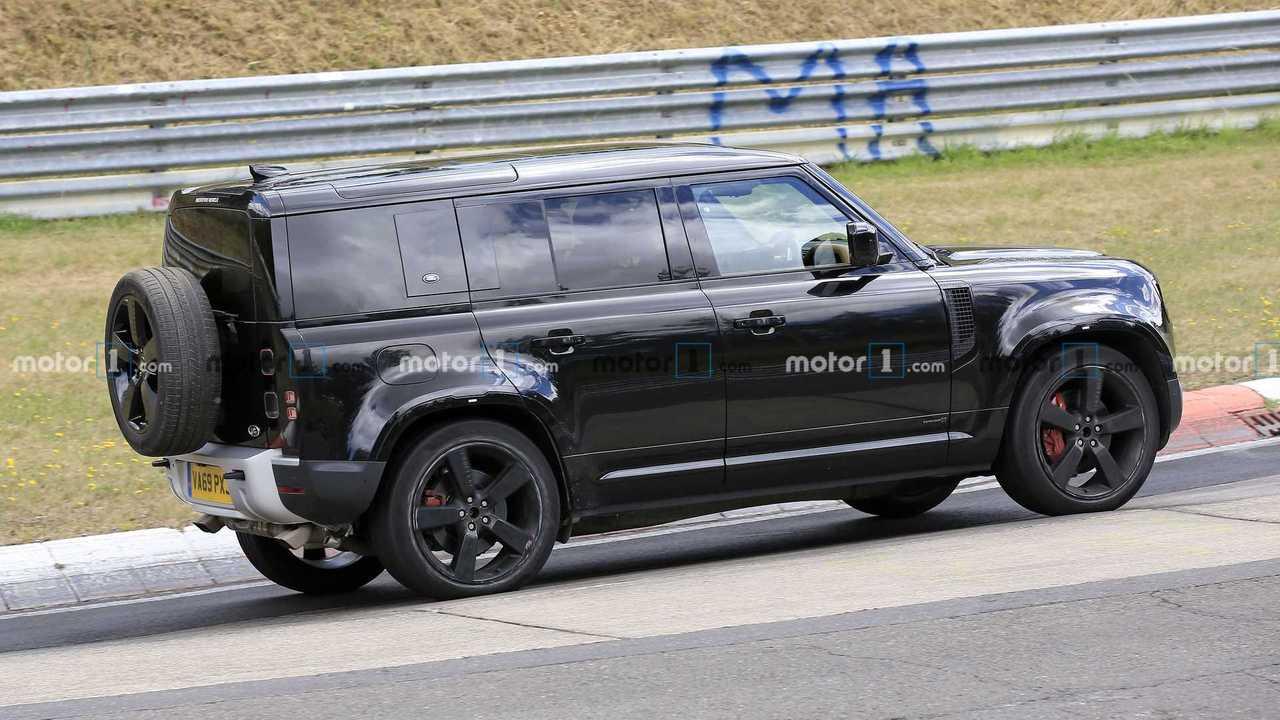 Land Rover Defender V8 nuova foto spia (vista laterale)