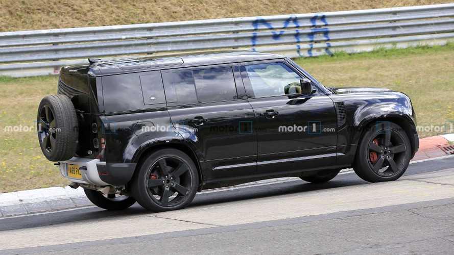 Land Rover Defender prova il motore V8 al Nurburgring