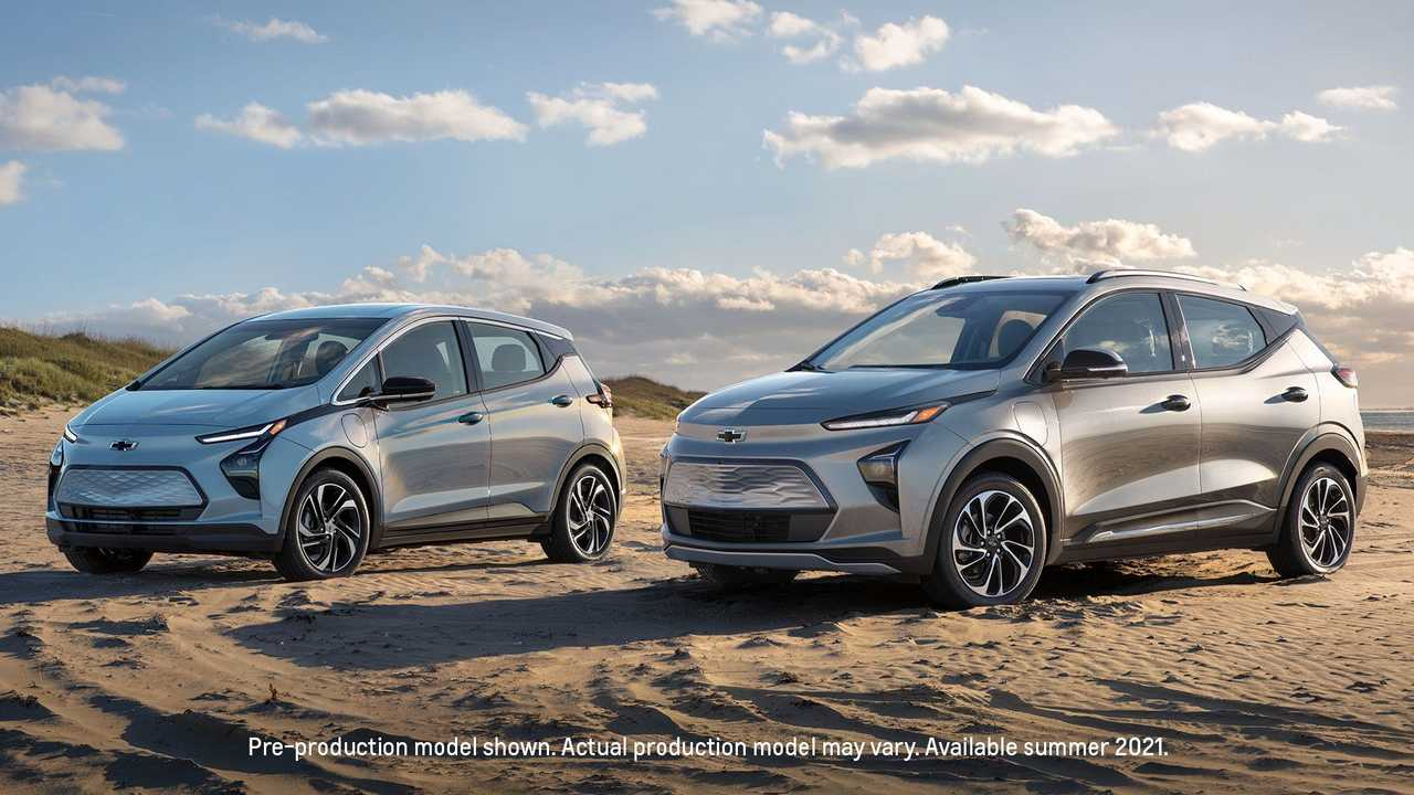 from left: 2022 Chevrolet Bolt EV & 2022 Chevrolet Bolt EUV