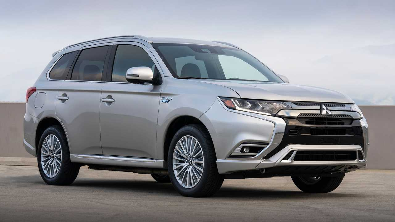 The 2021 Mitsubishi Outlander has the same look but a completely different powertrain.