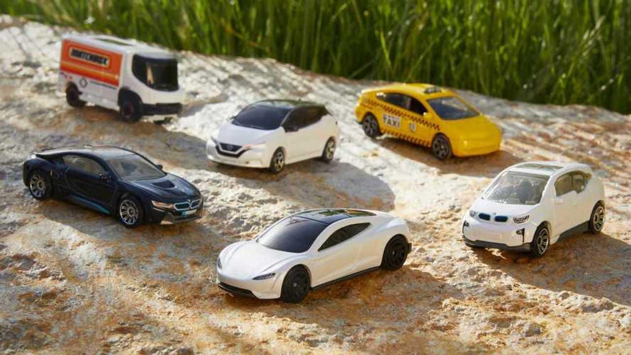 Matchbox'un ürettiği karbon ayak izi sıfır ölçekli model arabalar.