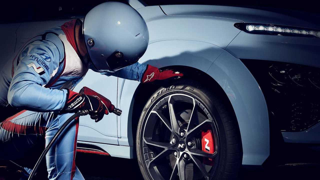 Hyundai Kona N, le immagini teaser prima del debutto