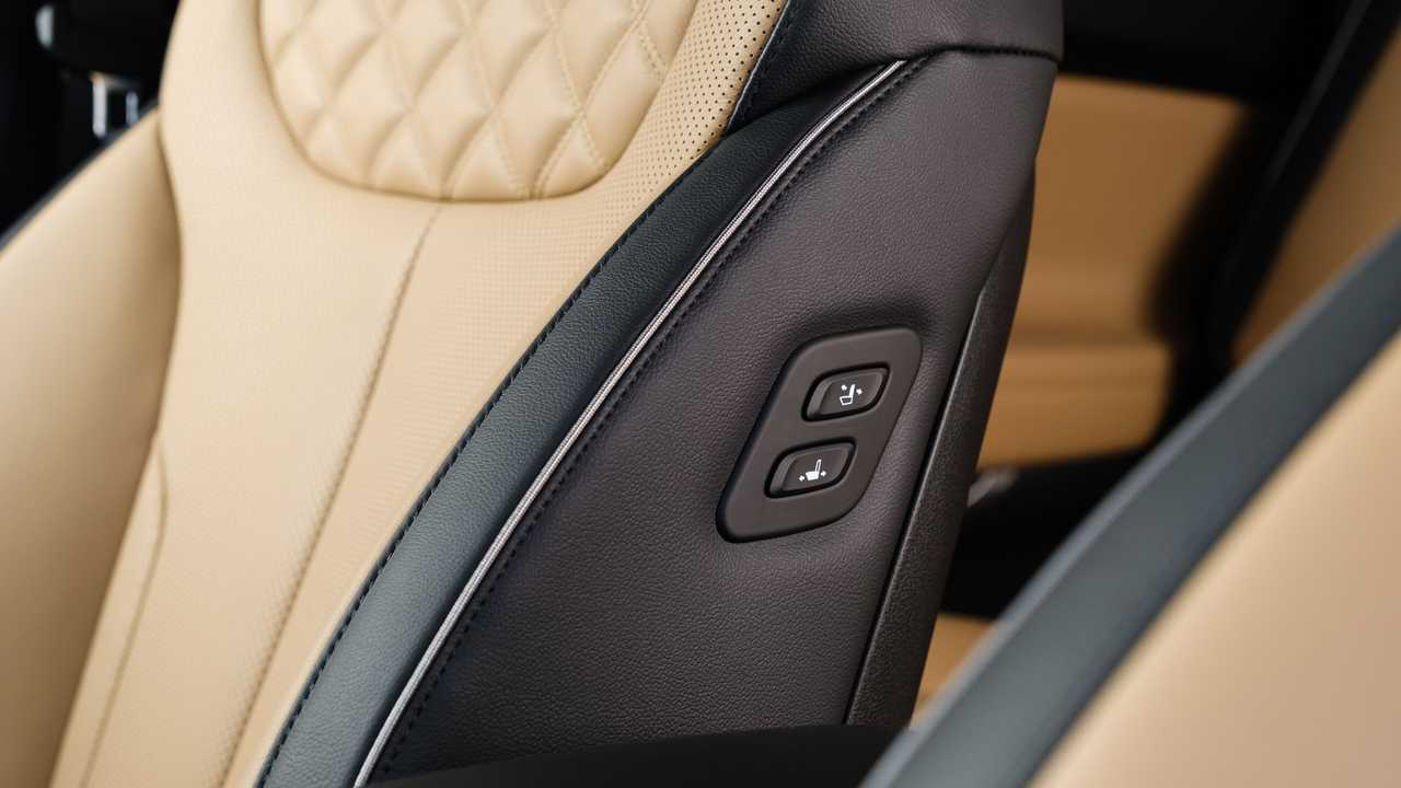 Обновленный Hyundai Santa Fe для России, пульт кресла