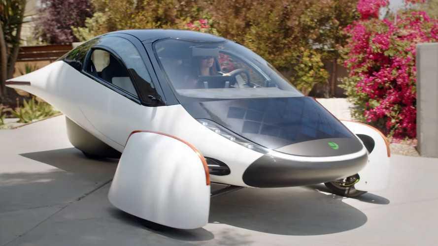 VIDÉO - L'Aptera solaire à trois roues en action !