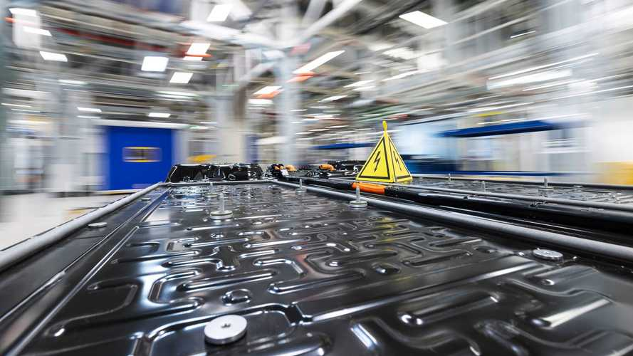 Produção de sistemas de bateria do Mercedes-Benz EQS