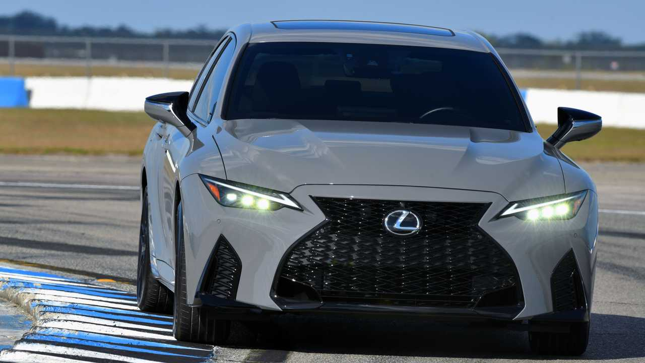 Новый Lexus IS с V8 обзавелся первой лимитированой спеверсией