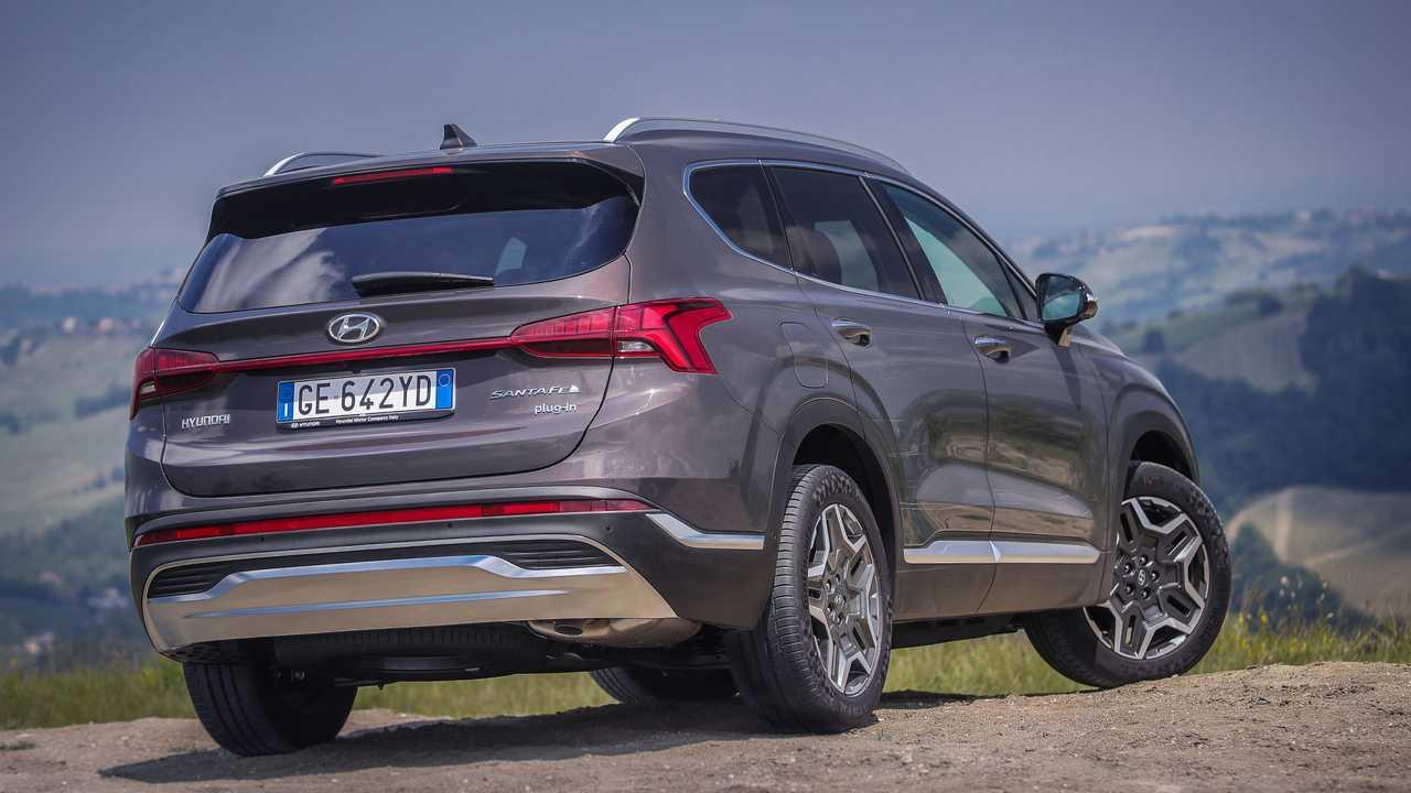 Hyundai Santa Fe ibrida plug-in, la prova su strada