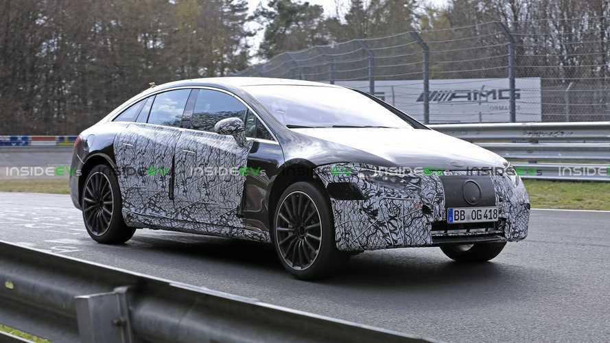 La Mercedes-AMG EQS s'échauffe sur le Nürburgring