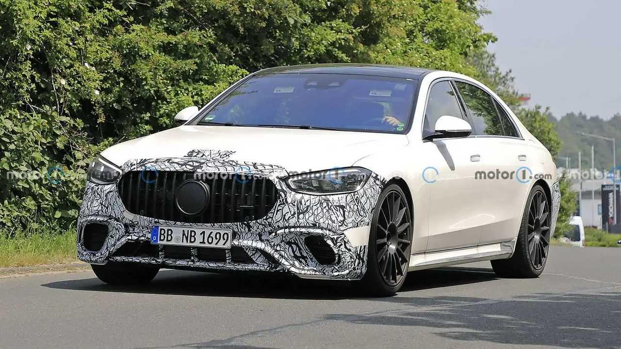 2022 Mercedes-AMG S63e spy photo