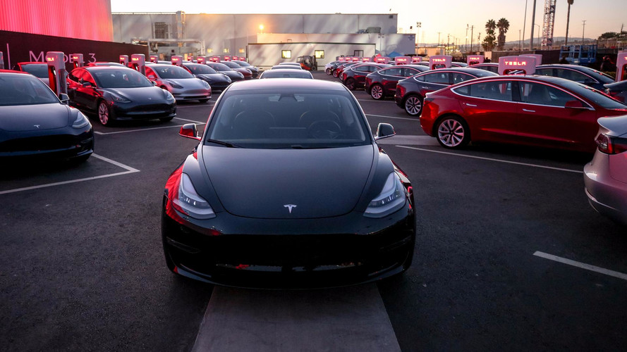 Tesla Offering Model 3 Refresh, Pre-Refresh, Showroom Discounts In Germany