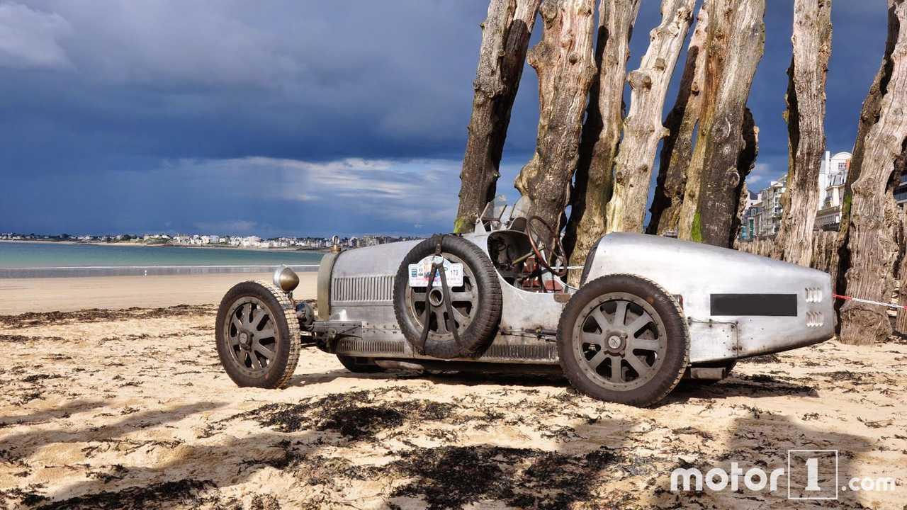 Mit dem Bugatti Type 35 (1925) in Saint Malo (Frankreich)