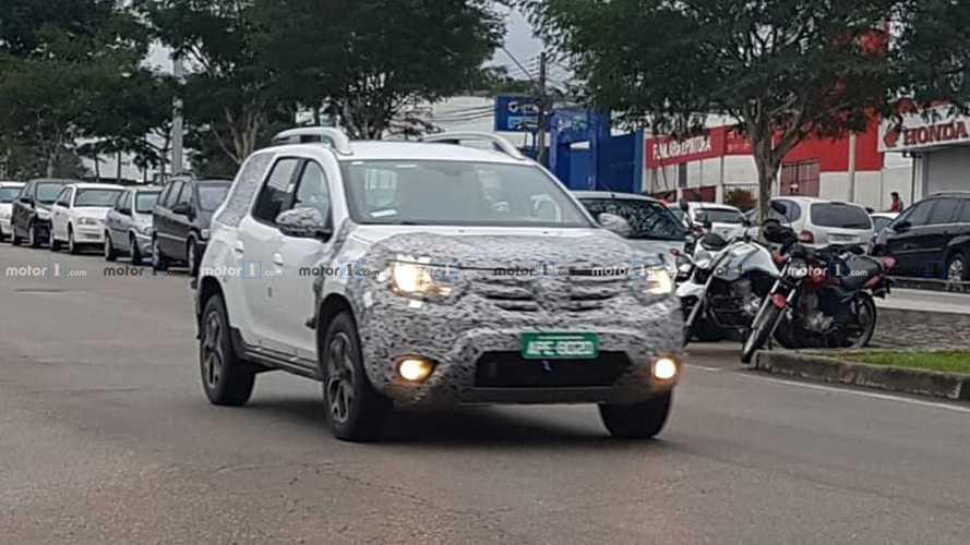 Flagra: Novo Renault Duster nacional reduz disfarce, mas só chega em 2020