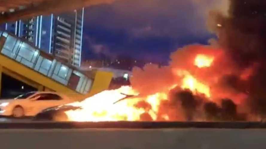 Электромобиль Tesla взорвался на МКАД