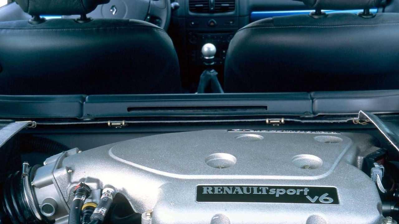Renault Clio V6 2003: 255 CV