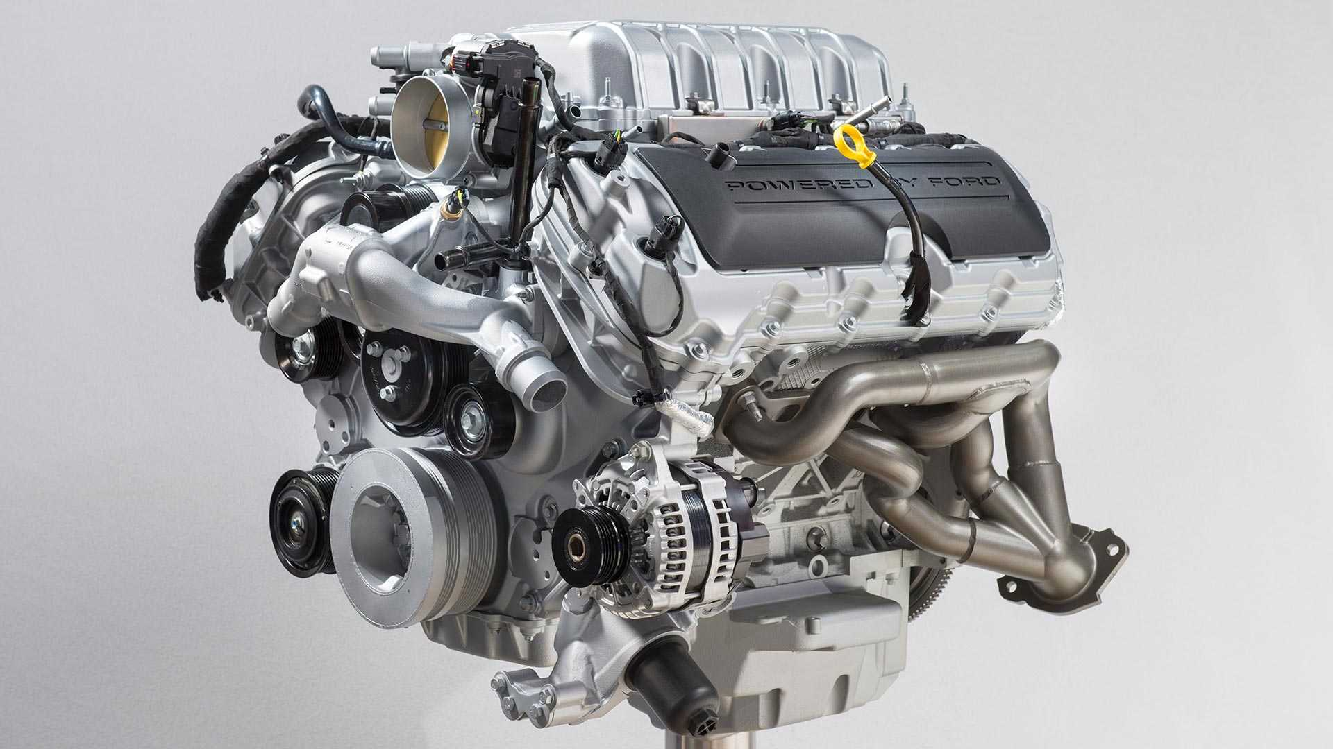 https://cdn.motor1.com/images/mgl/0xqy9/s6/2020-ford-mustang-shelby-gt500-engine.jpg