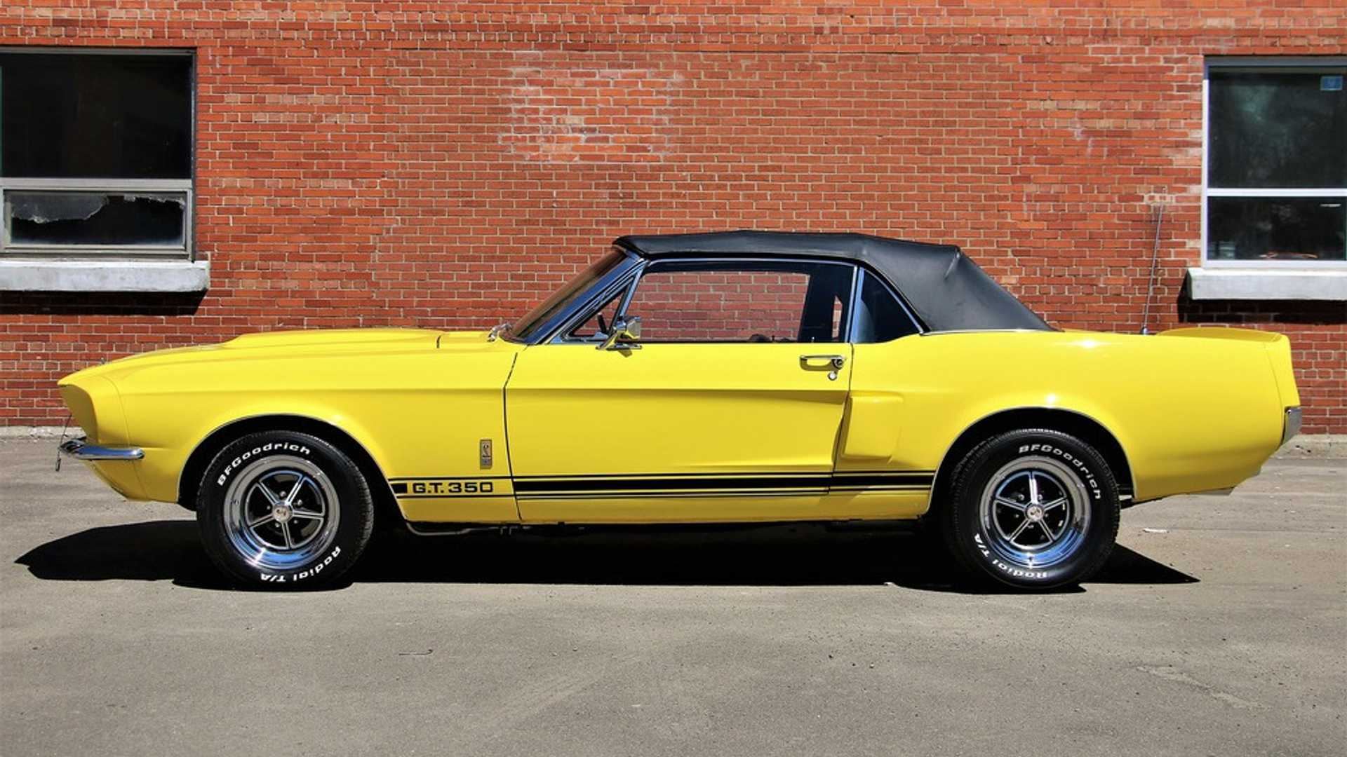 "[""Mix Of Classic Mustangs Heads To Barrett-Jackson""]"