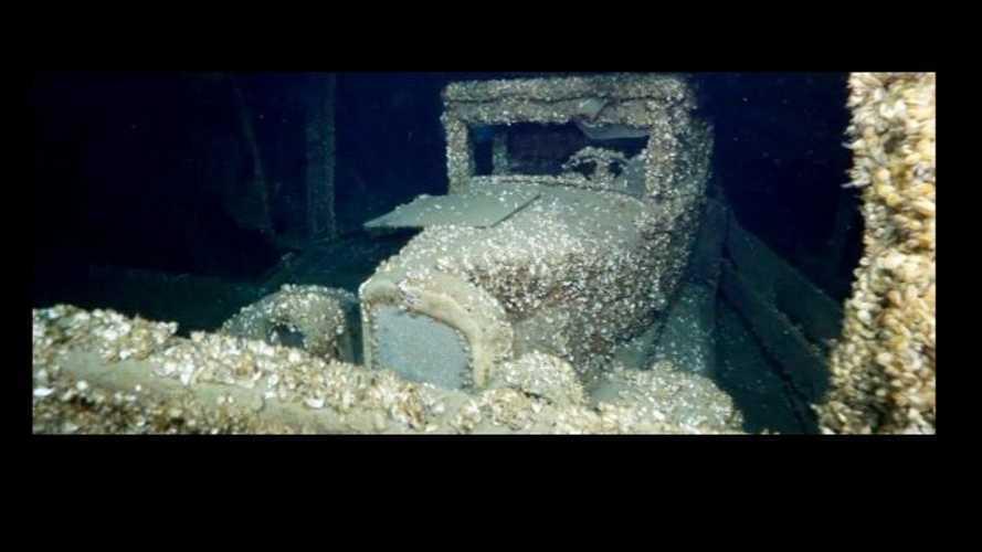 Une Chevrolet de 1927 retrouvée dans un bateau au fond d'un lac au Canada