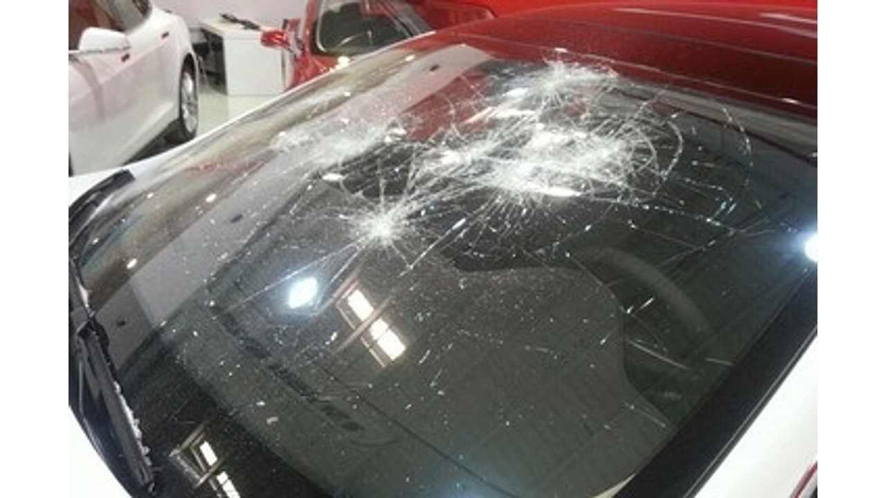 tesla model s windshield damage via WSJ yu xinquan