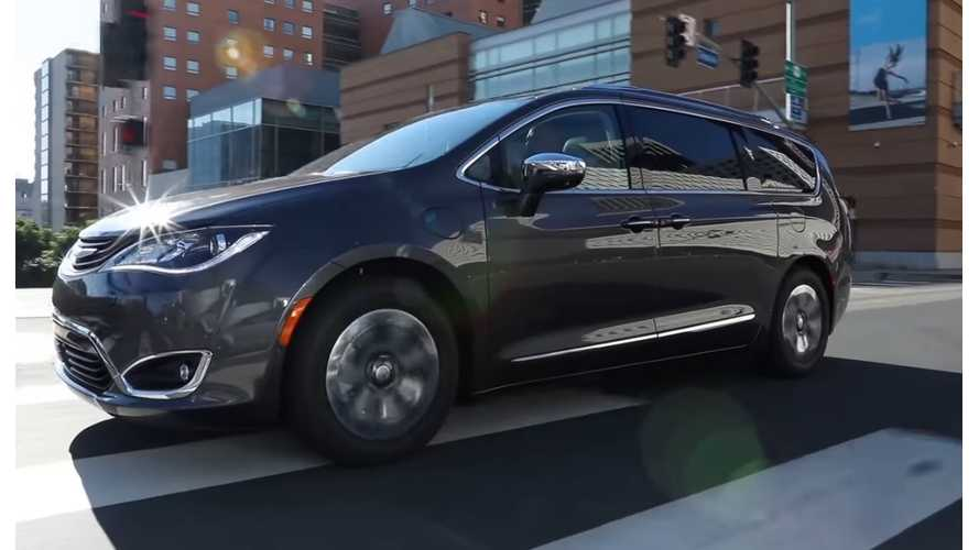 "WardsAuto Explains Why 2017 Chrysler Pacifica Hybrid Is Deserving Of ""10 Best Engines"" Award"