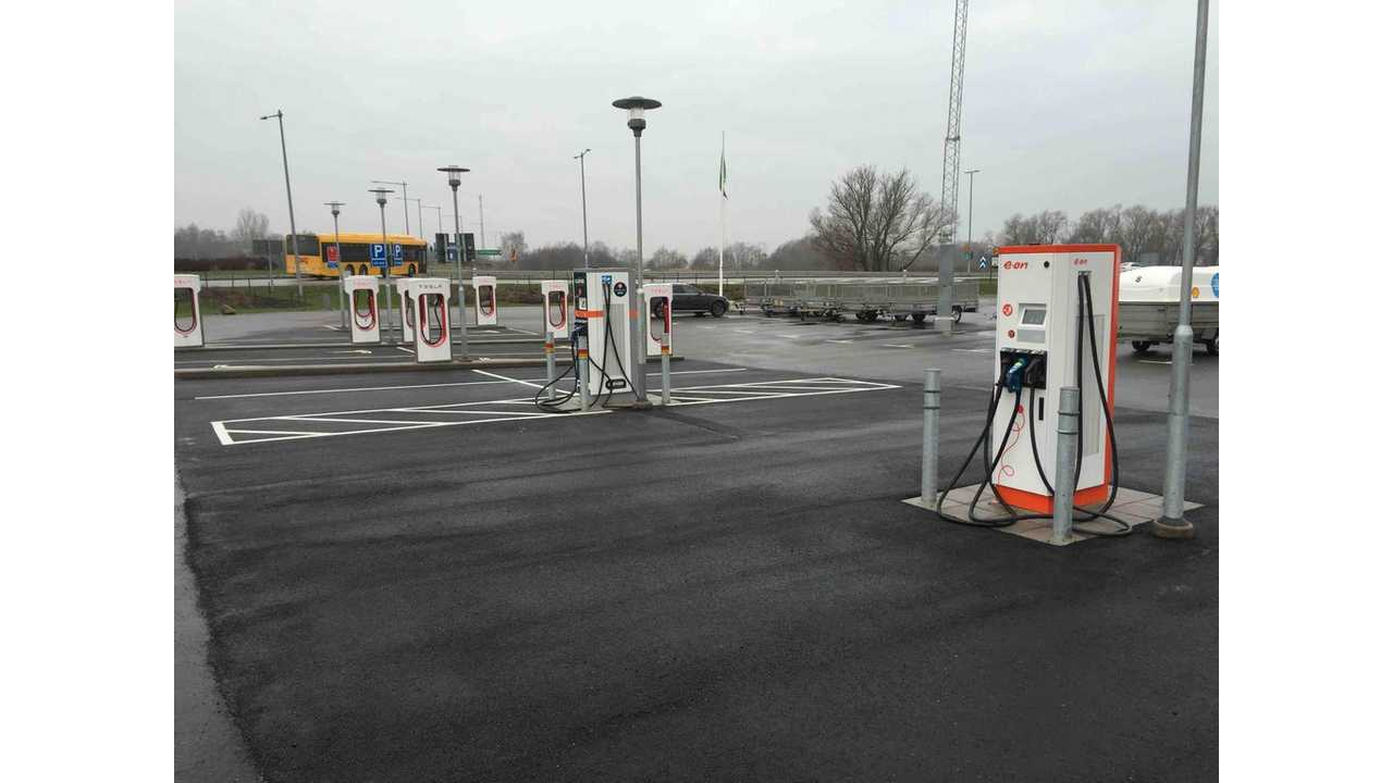 Photo Of The Day From Sweden: 4 Fast Charging Plugs For All Fast-Rechargeable EVs