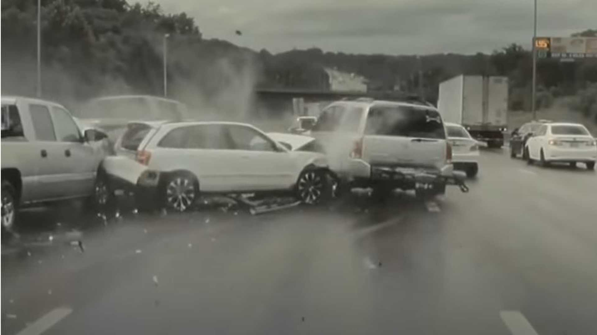 Tesla Model Y with GoPro captures multi-car motorway crash