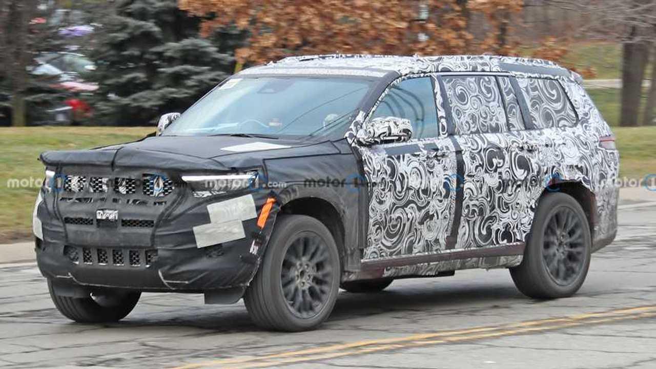 Новые шпионские фото Jeep Grand Cherokee V поколения, вид спереди