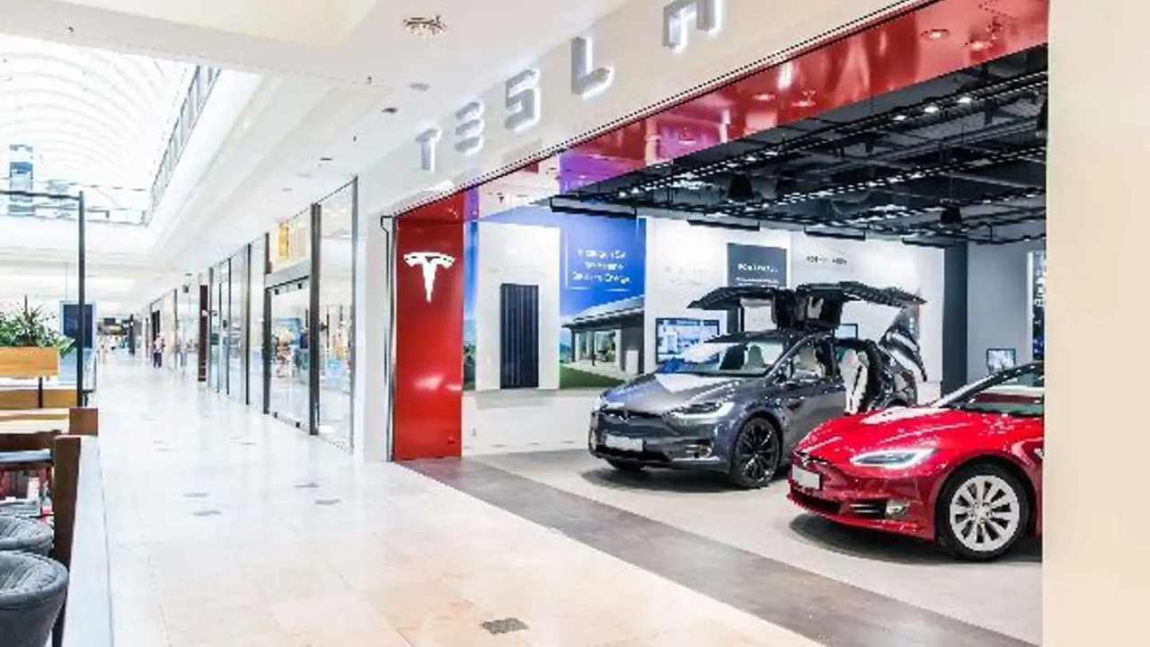 Tesla Mağazaları Kapanıyor!