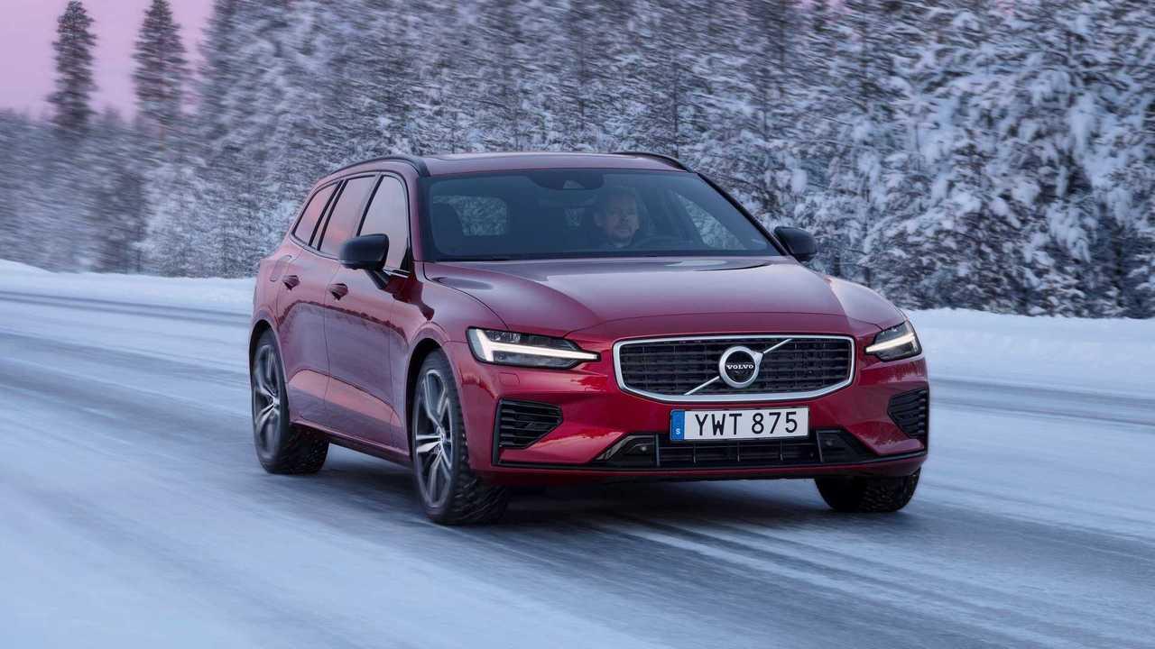 Volvo V60 T8 Recharge Plug-in Hybrid Test Drive in Luleå, Sweden